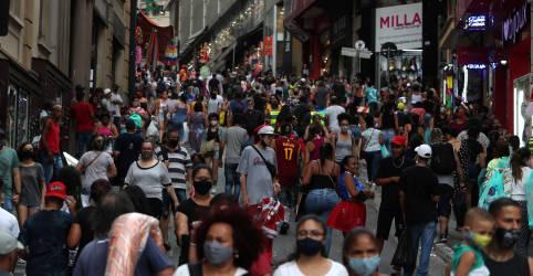 Placeholder - loading - Imagem da notícia Confiança do consumidor no Brasil tem recuperação em abril, mas cautela permanece, diz FGV