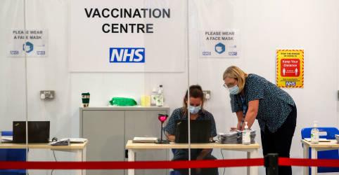 Placeholder - loading - Vacinação reduz em até pela metade transmissão da Covid-19 em domicílios, diz Inglaterra