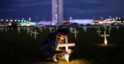 Placeholder - loading - Imagem da notícia Brasil passa de 400.000 mortes por Covid e pode ficar preso em platô elevado por meses