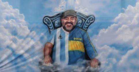 Placeholder - loading - Imagem da notícia Junta médica diz que atendimento a Maradona antes da morte foi 'deficiente e temerário'