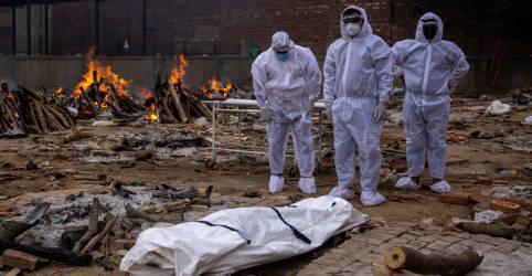Placeholder - loading - Imagem da notícia Índia vê Covid se espalhar em áreas rurais e tem recordes diários de infecções e mortes