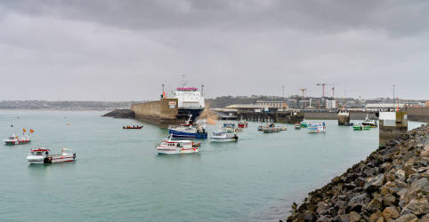 Placeholder - loading - França envia barcos de patrulha a Jersey devido a conflito de pesca com Reino Unido