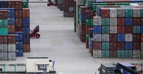 Placeholder - loading - Imagem da notícia China tem rápido crescimento comercial em abril conforme recuperação avança