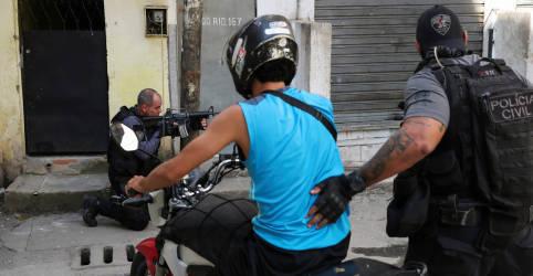 Placeholder - loading - Imagem da notícia 'Tudo bandido', diz Mourão sobre operação policial que deixou 25 mortos no Rio