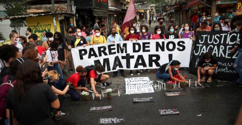 Placeholder - loading - Imagem da notícia Manifestantes contra violência policial no Jacarezinho apelam: 'parem de nos matar'