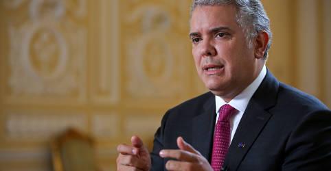Placeholder - loading - Imagem da notícia Presidente da Colômbia reconhece queixas de manifestantes após cenas de violência em Cali