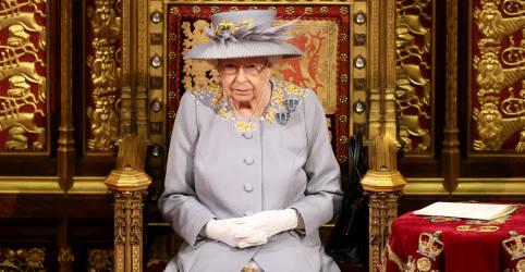 Placeholder - loading - Imagem da notícia Tempo de mudança: rainha britânica anuncia pauta pós-pandemia de Johnson