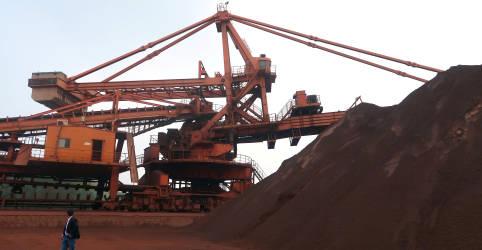 Placeholder - loading - Imagem da notícia Minério de ferro despenca na China com alerta sobre irregularidades em polo de aço