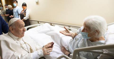Placeholder - loading - Papa Francisco ficará no hospital mais alguns dias, diz Vaticano