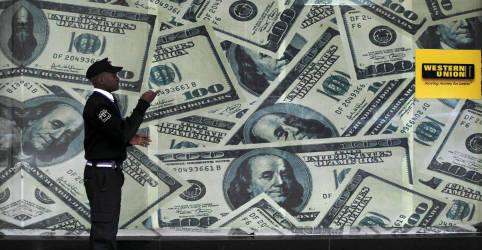 Placeholder - loading - Dólar fica quase estável perto de R$5,20, mantendo prêmio de risco fiscal