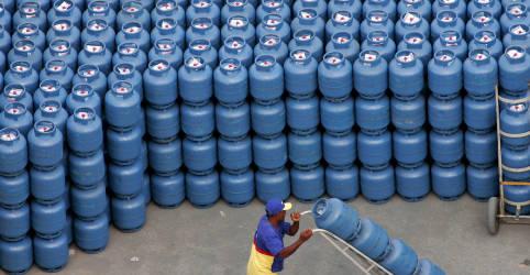Placeholder - loading - Governo avalia financiar vale-gás com multas ambientais da Petrobras, dizem fontes