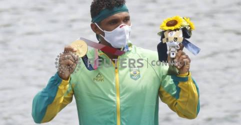 Placeholder - loading - Imagem da notícia Isaquias Queiroz diz que postura positiva com a vida o ajudou a conquistar ouro