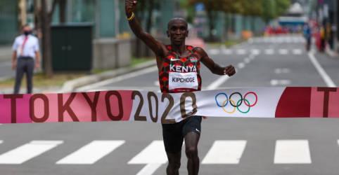 Placeholder - loading - Imagem da notícia Queniano Kipchoge conquista medalha de ouro na maratona