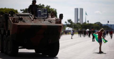 Placeholder - loading - Imagem da notícia Forças Armadas farão desfile de blindados no dia em que Câmara deve votar PEC do voto impresso