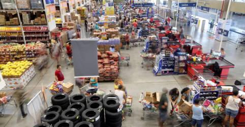 Placeholder - loading - Imagem da notícia Varejo tem queda inesperada das vendas em junho, mas termina 2º tri com alta