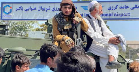 Placeholder - loading - Imagem da notícia Cinco pessoas morrem em aeroporto de Cabul após Taliban tomar capital afegã