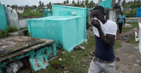 Placeholder - loading - Imagem da notícia Haitianos abrigados em barracas após terremoto aguardam ajuda impacientes
