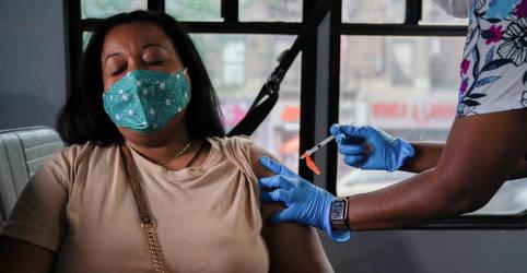 Placeholder - loading - Imagem da notícia Cientistas questionam evidências usadas por EUA para dose de reforço de vacinas contra Covid