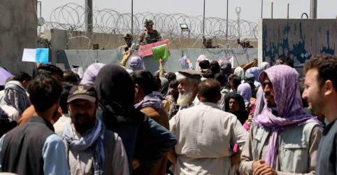 Placeholder - loading - Imagem da notícia Ataque em aeroporto de Cabul mata pelo menos 13 e provoca caos em retiradas aéreas
