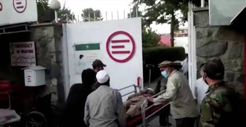 Placeholder - loading - Imagem da notícia Ataque suicida no aeroporto de Cabul mata dezenas de civis e 12 soldados dos EUA