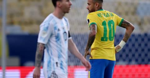 Placeholder - loading - Imagem da notícia CBF volta atrás e jogo entre Brasil e Argentina terá apenas convidados