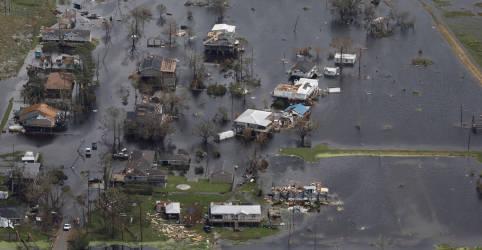 Placeholder - loading - Imagem da notícia Falta de eletricidade frustra esforços de petroleiras por retomada após furacão Ida