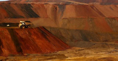 Placeholder - loading - Imagem da notícia Minério de ferro despenca mais de 8% diante de perspectivas fracas para demanda
