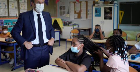 Placeholder - loading - Imagem da notícia Máscaras e álcool em gel marcam volta às aulas na França