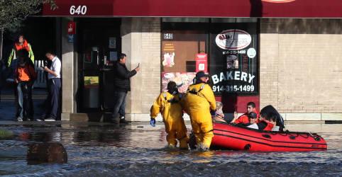 Placeholder - loading - Imagem da notícia Inundações 'históricas' em Nova York e Nova Jersey deixam ao menos 40 mortos