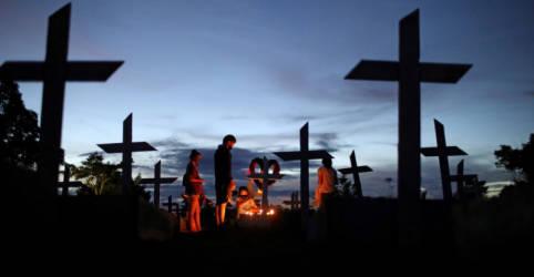 Placeholder - loading - Imagem da notícia Brasil registra 15.930 casos e 672 mortes por Covid em 24 horas
