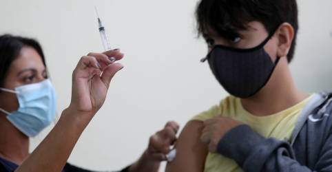 Placeholder - loading - Imagem da notícia Estados podem ir a Justiça para garantir vacinação de adolescentes