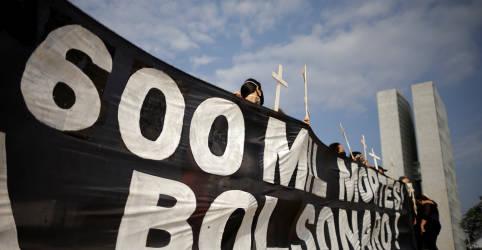 Placeholder - loading - Imagem da notícia Relatório final da CPI da Covid imputa 10 crimes a Bolsonaro, com penas de 78 anos