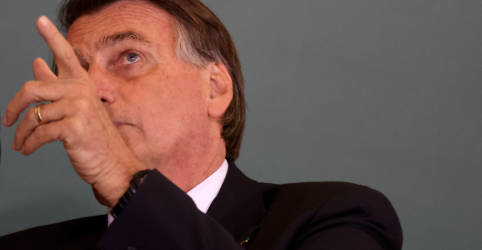 Placeholder - loading - Bolsonaro diz que 750 mil caminhoneiros receberão ajuda para compensar alta do diesel