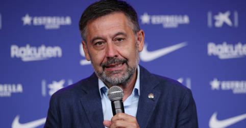 Placeholder - loading - Imagem da notícia Ex-presidente do Barcelona é preso após operação em escritórios do time
