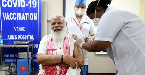 Placeholder - loading - Premiê da Índia recebe vacina produzida no país em ampliação de campanha de imunização