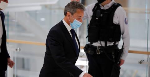 Placeholder - loading - Imagem da notícia Ex-presidente francês Sarkozy é condenado à prisão por corrupção