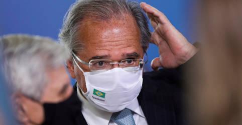 Placeholder - loading - Imagem da notícia Guedes diz que enquanto tiver a confiança de Bolsonaro, não deixará o cargo