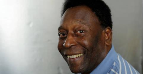 Placeholder - loading - Pelé, 80 anos, é vacinado contra Covid-19: 'dia inesquecível'