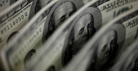 Placeholder - loading - Dólar sobe, mas fecha abaixo de R$5,70 após BC fazer maior venda de moeda à vista desde abril
