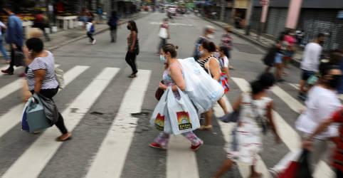 Placeholder - loading - ANÁLISE-Consumo ajuda economia no fim de 2020 mas incerteza é palavra de ordem agora
