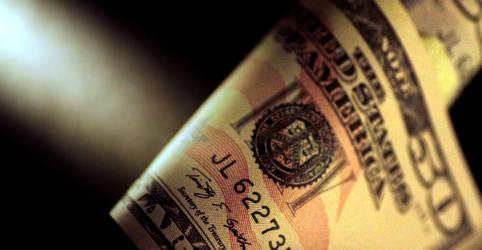 Placeholder - loading - Imagem da notícia Dólar à vista zera queda com exterior arisco, mas alívio do lado fiscal ameniza pressão