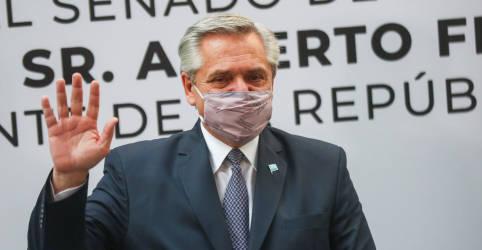 Placeholder - loading - Imagem da notícia Bolsonaro diz que vai a à Argentina no fim do mês por Mercosul e terá conversa reservada com Fernández