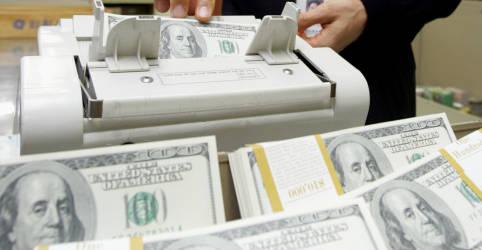 Placeholder - loading - Imagem da notícia Dólar avança contra real acompanhando exterior; moeda caminha para salto semanal