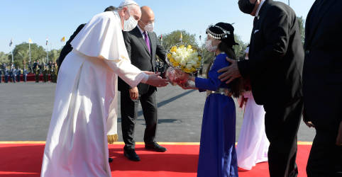 Placeholder - loading - Imagem da notícia Papa Francisco inicia viagem arriscada e histórica ao Iraque