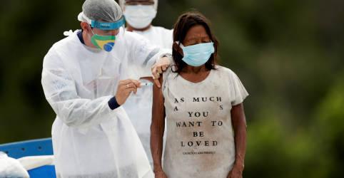 Placeholder - loading - Imagem da notícia Na Amazônia, indígenas isolados celebram chegada da vacina contra Covid
