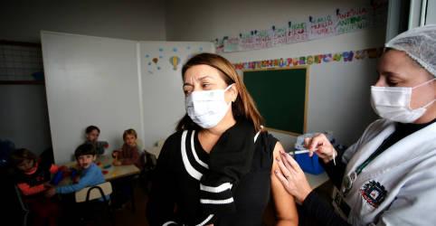 Placeholder - loading - Imagem da notícia Saúde diz que Fiocruz receberá IFA de vacina da Covid no sábado e Butantan pode receber dia 25