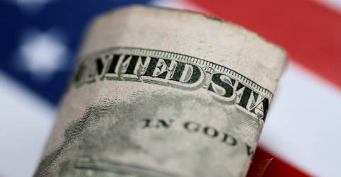 Placeholder - loading - Imagem da notícia Dólar fecha em ligeira queda com mercado de olho em Fed