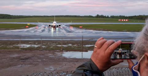 Placeholder - loading - Imagem da notícia Líderes europeus ameaçam limitar tráfego aéreo de Belarus após avião ser interceptado