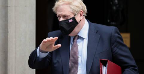 Placeholder - loading - Imagem da notícia Johnson discorda que milhares tenham morrido de Covid no Reino Unido por inação de governo