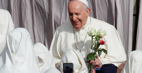 Placeholder - loading - Papa brinca com padres sobre Brasil: 'não tem salvação, é muita cachaça e pouca oração'